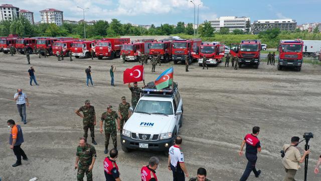 Azerbaycandan yangınlarla mücadeleye destek