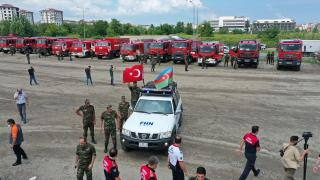 Azerbaycan'dan yangınlarla mücadeleye destek
