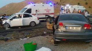 Adıyaman'da iki otomobil çarpıştı: 3 ölü, 4 yaralı