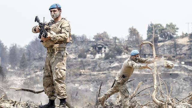 Terörle mücadelenin kahramanları yangın sonrası seferber oldu