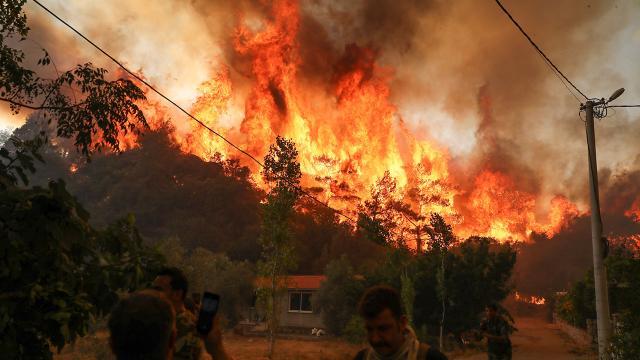 Adana ve İzmir yangınları kontrol altında