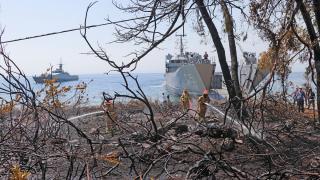Çıkarma gemisi personeli Ören Sahili'ndeki yangını söndürdü