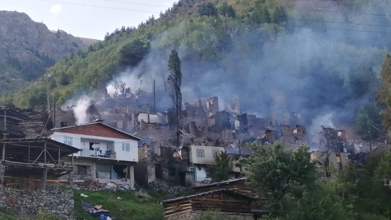 Artvin'de yangın: 33 ev kullanılamaz hale geldi