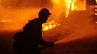 California'daki yangında bir kasaba yok oldu