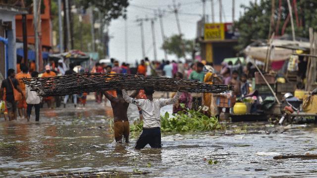 Hindistanda sel: 3 ölü, 5 kayıp