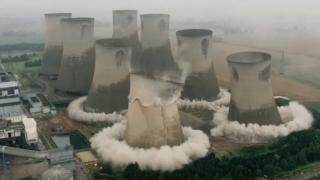 İngiltere'deki santralin dev soğutma kuleleri böyle yıkıldı