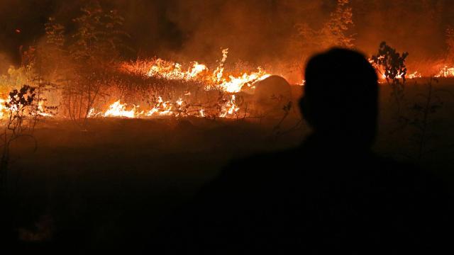 Kuzey Makedonyada yangınlar nedeniyle kriz durumu ilan edildi