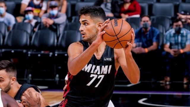 """NBAdeki """"Türk derbisi""""ni Ömer Faruk Yurtsevenli Miami Heat kazandı"""