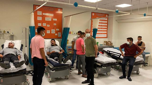 """Güvenlik görevlileri ile hasta yakınları arasında """"maske"""" kavgası: 9 yaralı"""