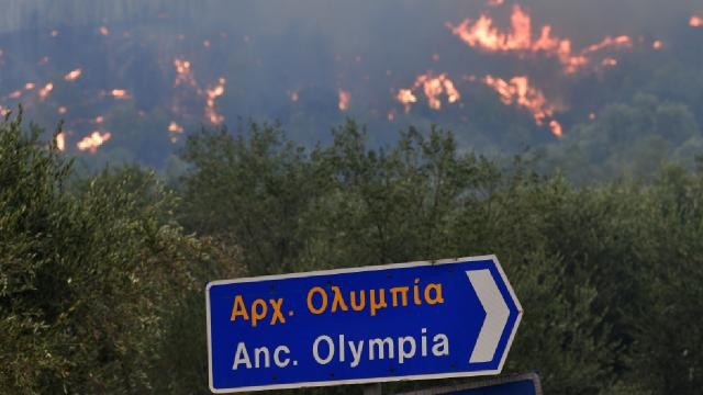 Yunanistanda alevler Olimpiyaya ulaştı