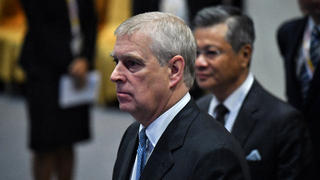 Cinsel saldırıyla suçlanan Prens Andrewden mahkeme celbini almama çabası
