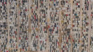 Çin'de sel sonrası araba mezarlığı: Binlercesi dizildi