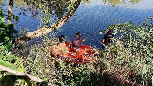 Bilecikte nehre düşen genç aranıyor
