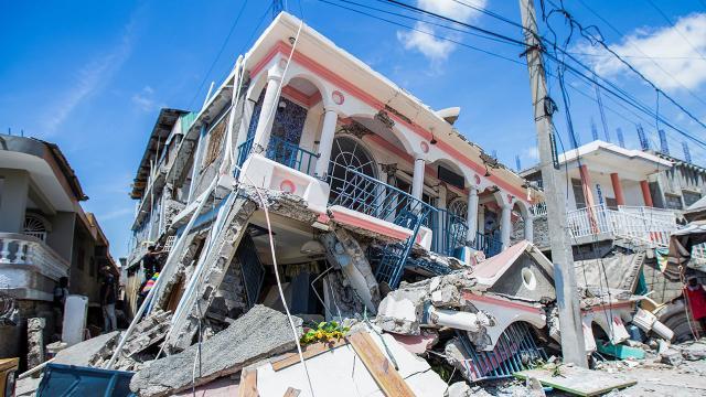 Haitideki depremde ölü sayısı 1297ye çıktı