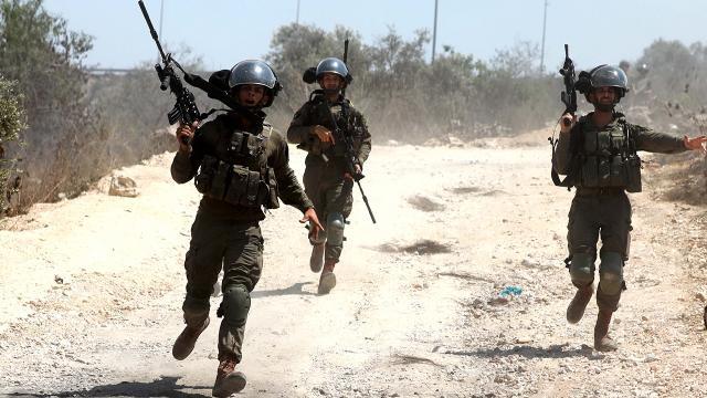 İsrail polisi Filistinli çocuğu gözaltına aldı