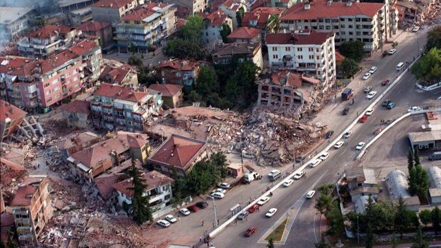 17 Ağustos depreminin üzerinden 22 yıl geçti... 17 Ağustos 1999 Marmara Depremi...