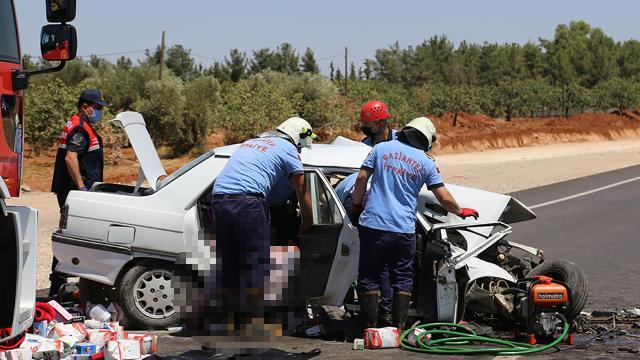 Gaziantepte iki otomobil kafa kafaya çarpıştı: 1 ölü, 2 yaralı