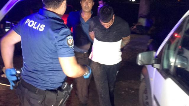 Adanada otomobille polisten kaçmaya çalışan iki şüpheli yakalandı