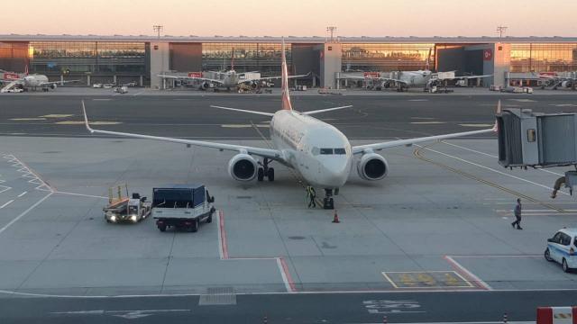Afganistandan tahliye edilen 160 yolcu daha Türkiyeye getirildi