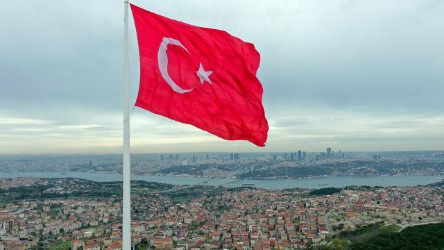 Türkiyenin en büyük bayrakları Boğazda dalgalanacak