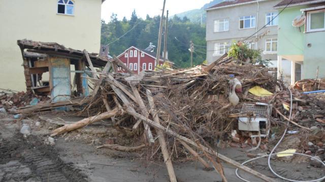 350 yıldır çalışan değirmen de selde yıkıldı