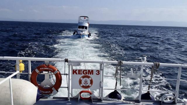 Büyükada açıklarında sürüklenen tekne kurtarıldı