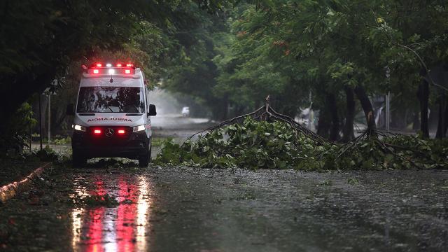 Meksikada tropik fırtına 8 can aldı