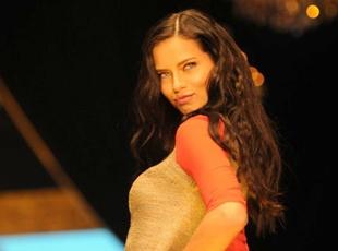 Adriana Lima rüzgarı