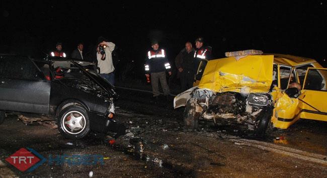 Afyonkarahisarda feci kaza: 3 ölü, 3 yaralı