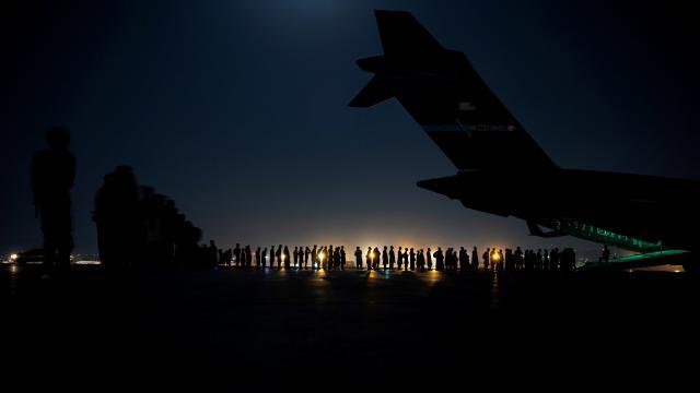 ABDnin Afganistandan tahliye ettiği kişi sayısı 105 bine ulaştı