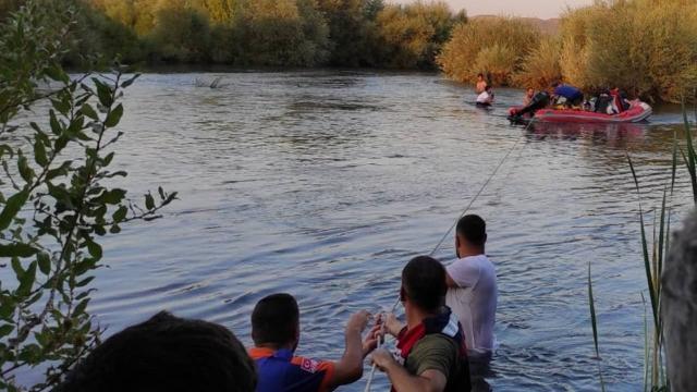 Murat Nehrinde mahsur kalan 30 kişi kurtarıldı