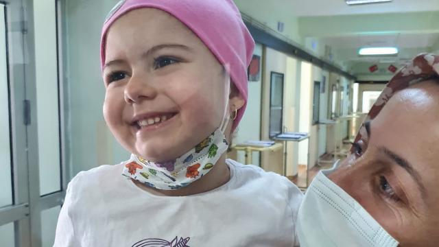 6 yaşındaki lösemi hastası, koronavirüse yenik düştü