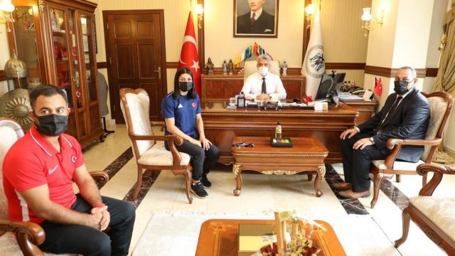 Milli güreşçi Elvira Kamaloğlu, Erzincan Valisi Mehmet Makası ziyaret etti