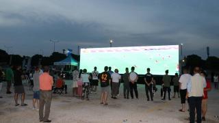 Kapıkule'de bekleyen gurbetçiler dev ekrandan maç izledi