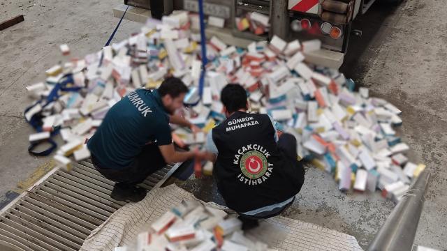 Sarp Sınır Kapısında kaçak sigara tütünü operasyonu