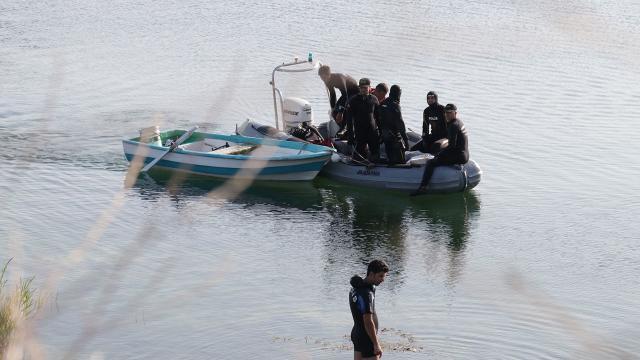 Serinlemek istediği Sapanca Gölünde boğuldu