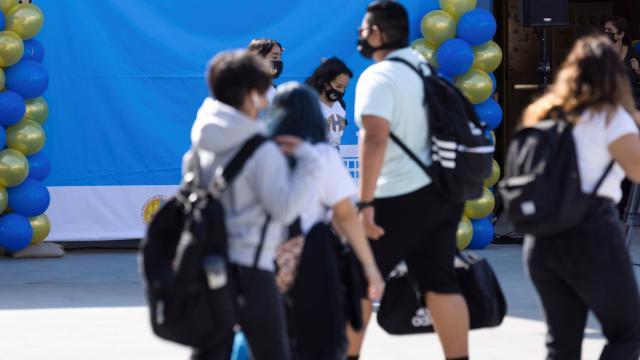 ABDde çocukları koronavirüs olan aileler okulu dava etti