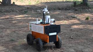 """Bursa'da iki lise """"akıllı tarım robotu"""" geliştirdi"""