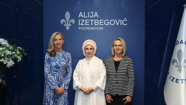 Emine Erdoğandan Aliya İzzetbegoviç Vakfına ziyaret