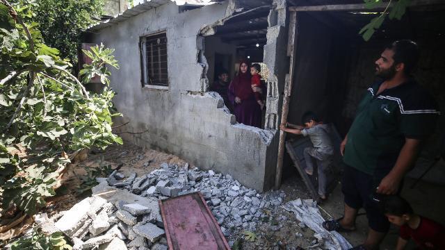 İsrailin Gazzeye saldırısında ev ve tarım arazileri zarar gördü