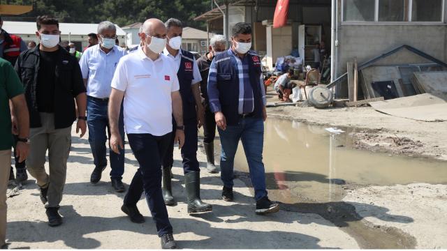 Bakan Karaismailoğlu sel bölgesinde incelemelerini sürdürüyor