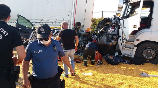 Manisada zincirleme trafik kazası: 3 ölü, 5 yaralı
