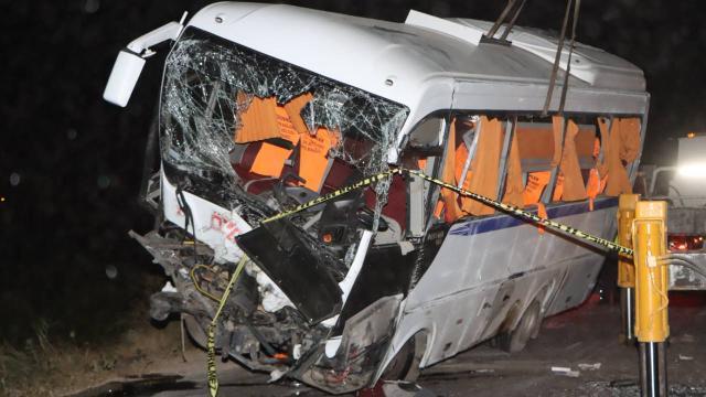 Manisada otomobil ile minibüs çarpıştı: 4 ölü, 7 yaralı
