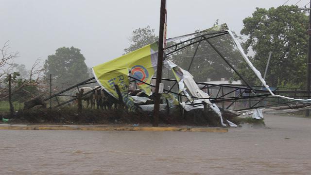 """Meksikada """"Nora Kasırgası"""" birçok bölgeyi sular altında bıraktı"""