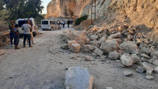 Şanlıurfa'da heyelan: Yol trafiğe kapandı