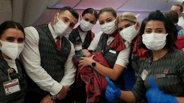 THYnin tahliye uçuşunda Afgan bebek dünyaya geldi