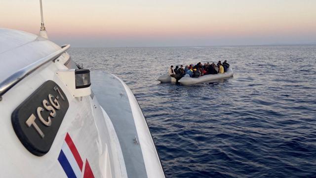 İzmirde 172 düzensiz göçmen kurtarıldı