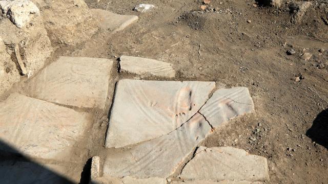 Assosta 1300 yıllık ayak izleri bulundu