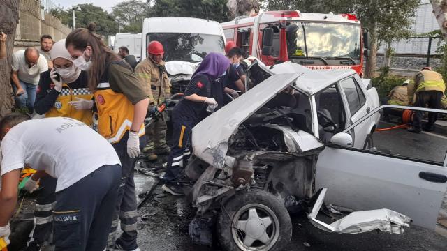 Bakırköyde 3 araç kazaya karıştı: 4 yaralı