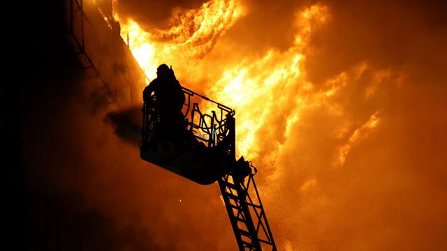 Romanyada korona hastanesinde yangın: 9 ölü